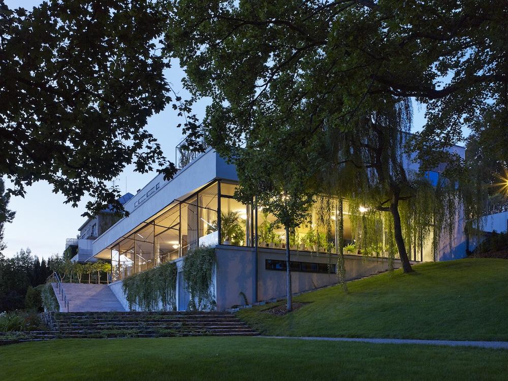 Garden terrace at Mies van der Rohe's Villa Tugendhat