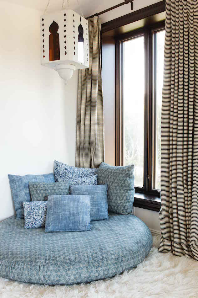 blue and white bedroom by Reath Design