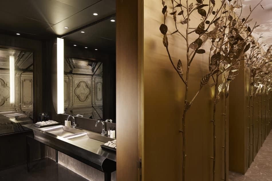 Beirut apartment bathroom and hallway by Gatserelia Design