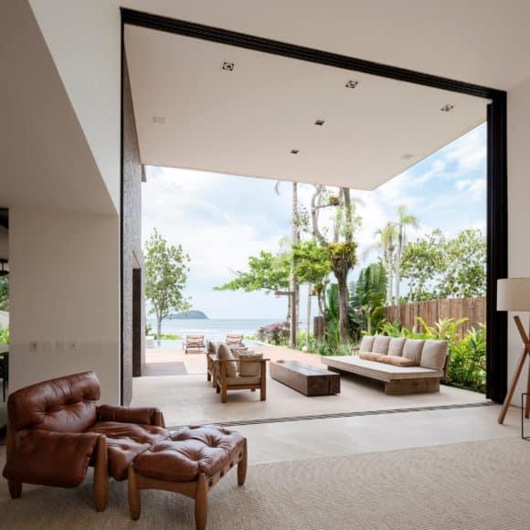 House in Praia Baleia by Studio Arthur Casas