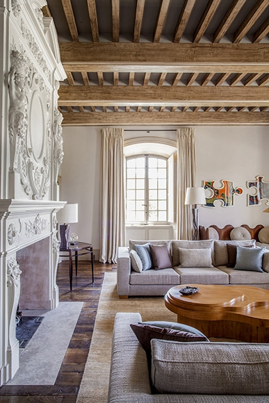 arts-and-crafts-french-living-room-haut-var-provence-france-by-pierre-yovanovitch-architecture-dinterieur