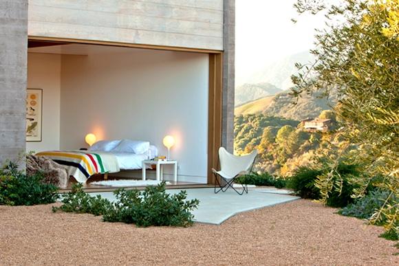 coastal-modern-bedroom-carpenteria-ca-by-bestor-architecture