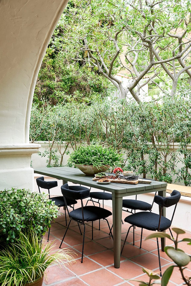 Los Angeles patio by Nicky Kehoe Design